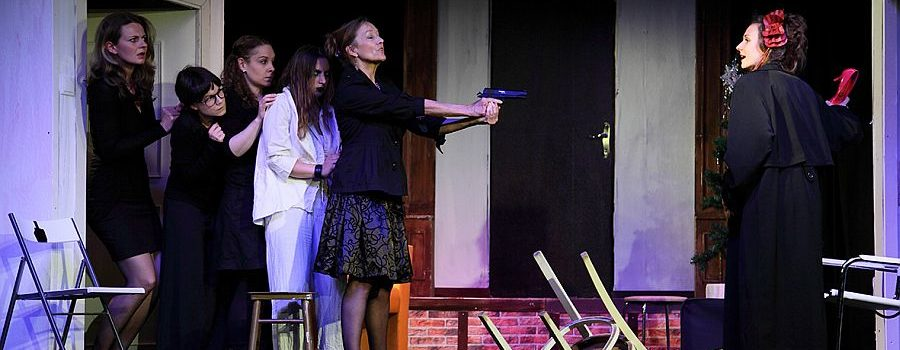 Theater Center Forum: Acht Frauen und ein Todesfall