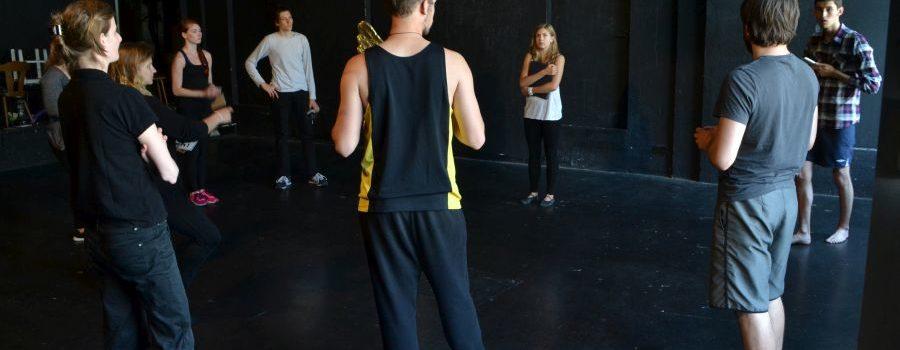 Theater Brett: Auf den Spuren vielfältiger Versuchungen