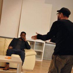 """Vienna Theatre Project mit """"Art"""" im Brick-5: Drei Freunde und der Streit um ein weißes Gemälde"""