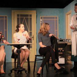 """""""Hundswetter"""" im Theater Die Neue Tribüne: Drei Frauen und ein Wolkenbruch mit Folgen"""