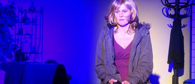 """""""Bettgeschichten"""" in der Freien Bühne Wieden: Reise durch die Gedankenwelt eines Zimmermädchens"""